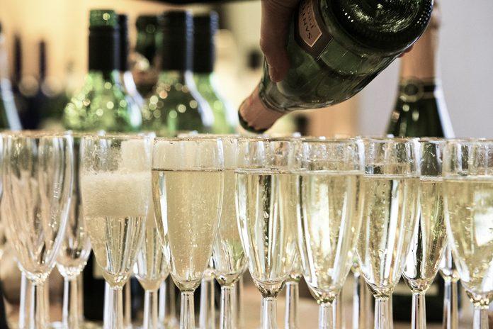 Tipps für das Kredenzen von Champagner